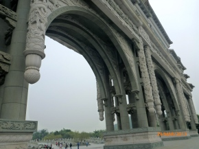 Earthquake-ready feng shui park features massive arches